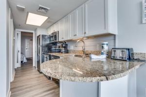A kitchen or kitchenette at Sea Watch Resort 908