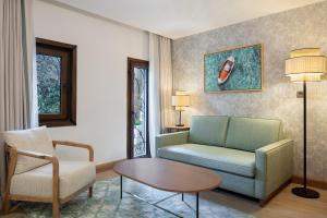 منطقة جلوس في DoubleTree by Hilton Bodrum Marina Vista