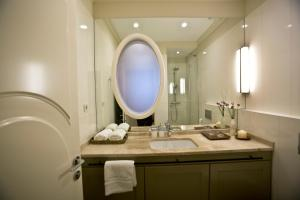 A bathroom at Borelli Palace Deluxe Apartments