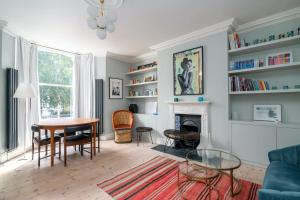 A seating area at GuestReady - Stunning 1BR Flat in Highbury