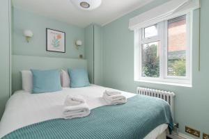 A bed or beds in a room at GuestReady - Stunning 1BR Flat in Highbury