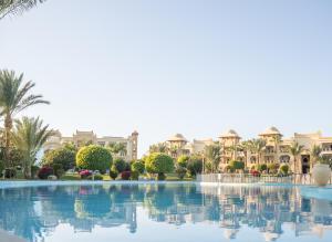 Der Swimmingpool an oder in der Nähe von Serenity Makadi Beach