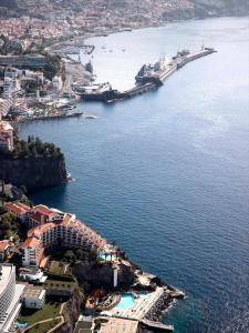 A bird's-eye view of The Cliff Bay - PortoBay