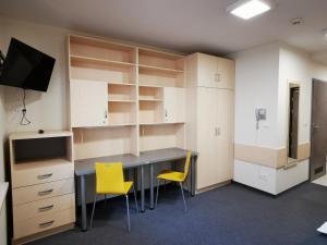 Televízia a/alebo spoločenská miestnosť v ubytovaní Dom Studencki Zaułek