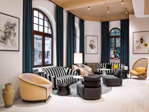 Ein Sitzbereich in der Unterkunft Rezydent Sopot MGallery Hotel Collection