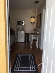 Küche/Küchenzeile in der Unterkunft VERY NICE ROOM !!!!!!