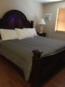 Ein Bett oder Betten in einem Zimmer der Unterkunft VERY NICE ROOM !!!!!!
