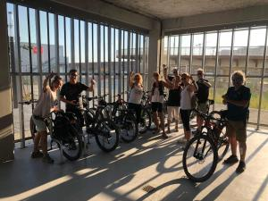 Vélo sur le terrain de l'établissement B&B Hôtel Bordeaux Centre Gare Saint-Jean ou dans les environs