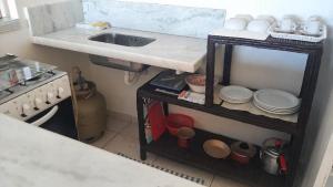 A kitchen or kitchenette at Pousada renascer a praia