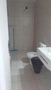 A bathroom at Pousada renascer a praia