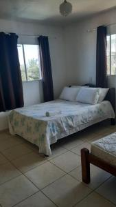 A bed or beds in a room at Pousada renascer a praia