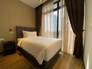 A bed or beds in a room at Ariva on Shan Serviced Residences (SG Clean)