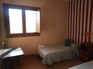 A bed or beds in a room at Albergue de las estrellas