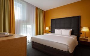 Кровать или кровати в номере Crowne Plaza St.Petersburg Airport, an IHG Hotel