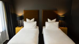 A bed or beds in a room at Hotel Montreal