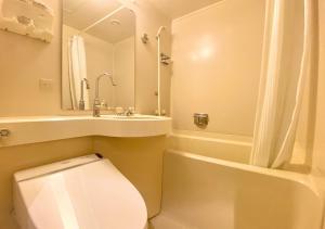A bathroom at APA Hotel Kanazawa-Nomachi