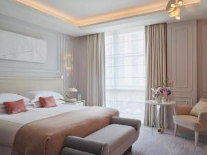 A bed or beds in a room at One Aldwych