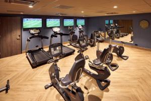 The fitness centre and/or fitness facilities at Van der Valk Hotel Haarlem