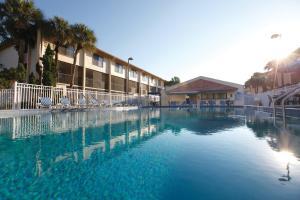 The swimming pool at or close to Club Wyndham Orlando International