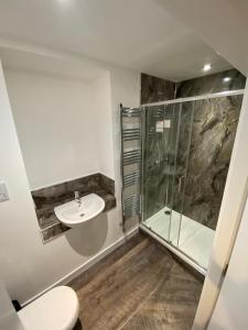 A bathroom at The Station Hotel