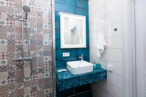 A bathroom at EtazhiDaily in Centre