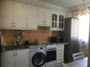 A kitchen or kitchenette at Apartment K632