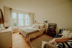Ein Bett oder Betten in einem Zimmer der Unterkunft Am Alsterpark