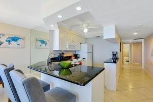 A kitchen or kitchenette at Seawinds 706