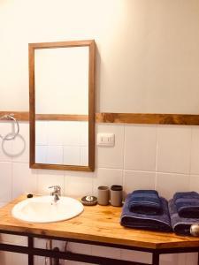 A bathroom at Huella Patagónica Hostel