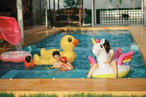 The swimming pool at or near Ther Villa เธอ วิลล่า & รีสอร์ท