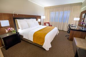 A bed or beds in a room at Marriott São Paulo Airport Hotel