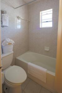 A bathroom at Bell Channel Inn Hotel & Scuba Diving Retreat