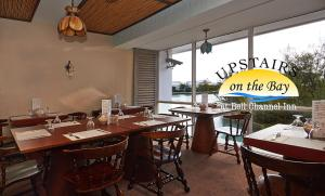A restaurant or other place to eat at Bell Channel Inn Hotel & Scuba Diving Retreat