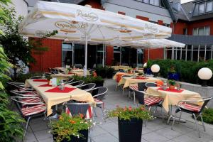 A restaurant or other place to eat at Best Western Hotel Heidehof