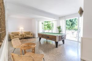 A pool table at Suncoast Ibiza Hotel - Adults Only -