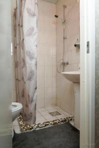 A bathroom at Humala Guest House