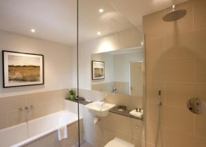 A bathroom at The Bell Inn Hotel