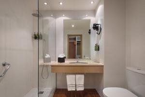 Um banheiro em Melia Lisboa Oriente Hotel