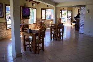 Un restaurant u otro lugar para comer en El Alamo