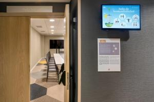 A television and/or entertainment center at ZT The Golden Hotel Barcelona