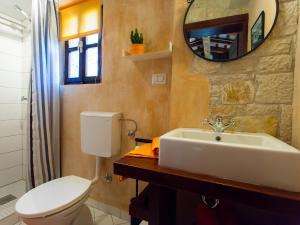 A bathroom at Sun Garden Premium Apartments