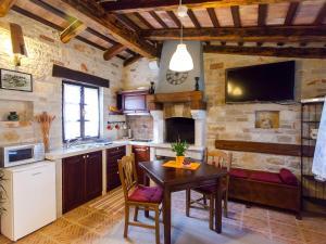 A kitchen or kitchenette at Sun Garden Premium Apartments