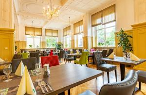 A restaurant or other place to eat at Hotel Badehof