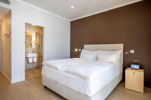 A bed or beds in a room at Belvedere Swiss Quality Hotel
