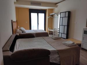 Cama o camas de una habitación en Alojamientos Dezerto Bardenas