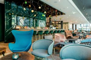 A restaurant or other place to eat at Motel One Stuttgart-Hauptbahnhof