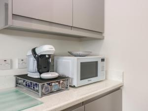 A kitchen or kitchenette at Garden Studio