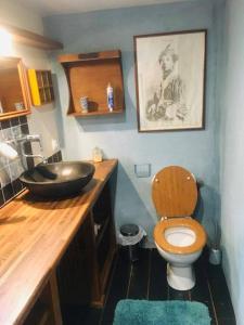 A bathroom at Les Rouges Gorges