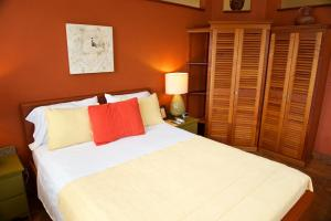 A bed or beds in a room at Coral House
