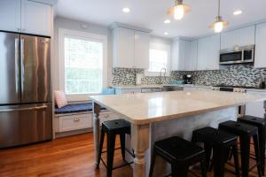 Full of Fun Bright and Spacious Newly Renovated 4-Bedroom in the Heart of Galveston